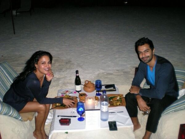 Ashmit Patel, Veena Malik enjoy a quite dinner