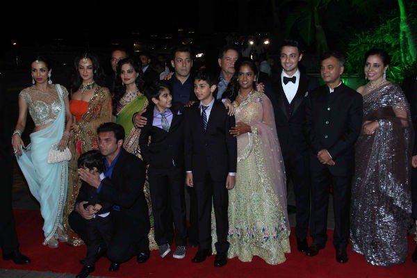 A Family Photo of Salman Khan at Arpita Khan's Wedding Reception