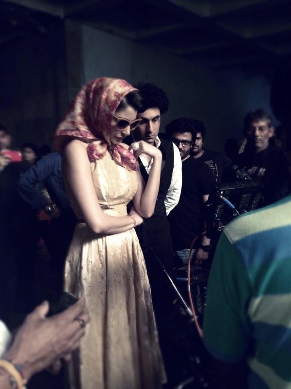 Alia Bhatt, Shraddha Kapoor, Sidharth Malhotra and Other Bollywood Celebs' Latest Candid Shots [PHOTOS]