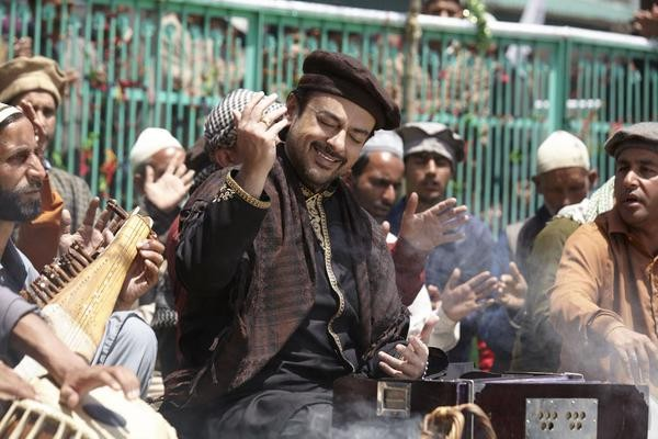 Adnan Sami in song 'Bhar do jholi meri aaj' from