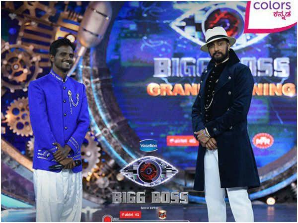 Keerthi with Sudeep in Bigg Boss 4 Kannada Grand Finale