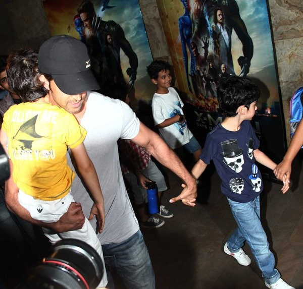 Hrithik Roshan with his children at special screening of 'X-Men: Days of Future Past'