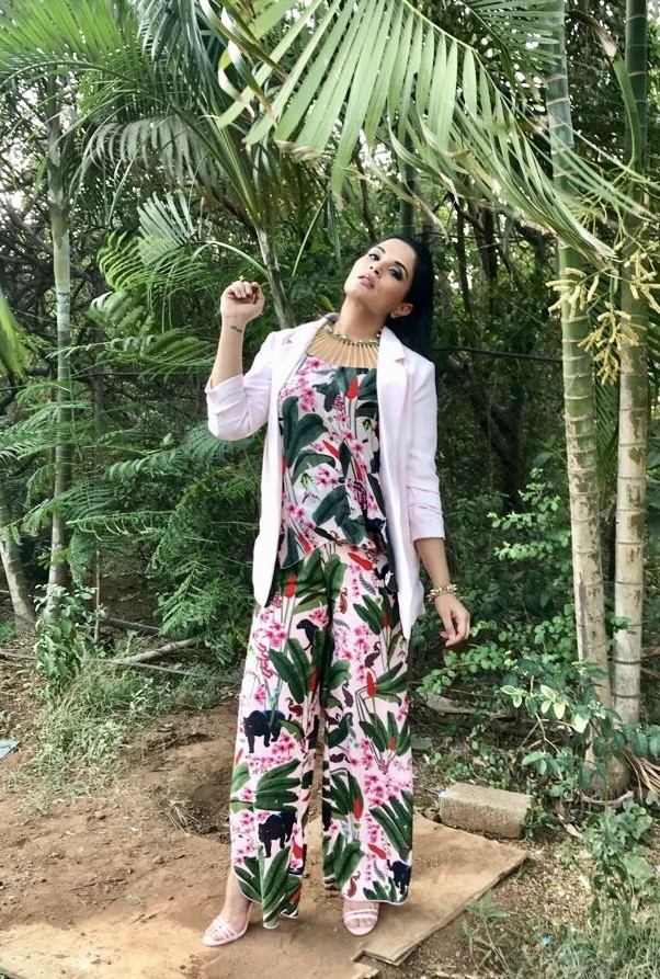Richa Chadha,actress Richa Chadha,Richa Chadha hot dress,Richa Chadha summer dress,Richa Chadha new pics,Richa Chadha new images