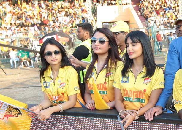Sonia Agarwal Cheering for Chennai Rhinos