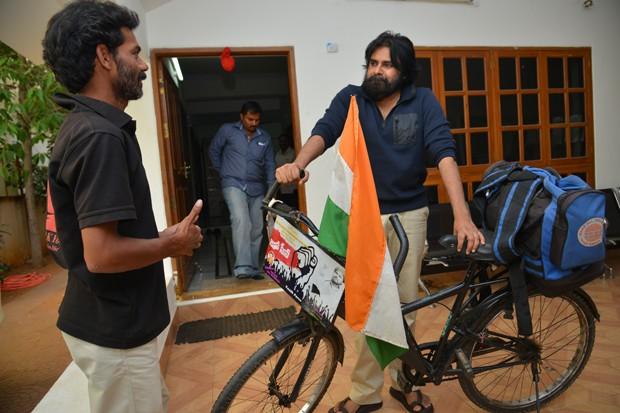 Pawan Kalyan,actor Pawan Kalyan,Addanki Ravi,Pawan Kalyan Meets his West Bengal fan Addanki Ravi,Pawan Kalyan pics,Pawan Kalyan images,Pawan Kalyan photos,Pawan Kalyan stills,Pawan Kalyan pictures,Pawan Kalyan with his fan