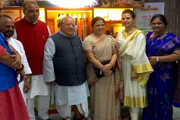 Ritu Beri,Ritu Beri unveils Khadi collection,Khadi collection,national fabric,Khadi promotion,fashion designer Ritu Beri,Kalraj Mishra