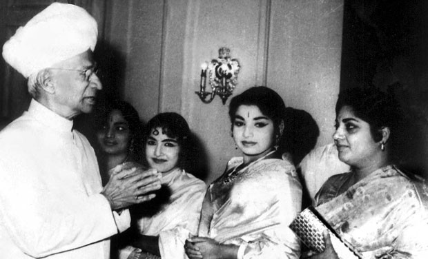 Jayalalithaa,jayalalithaa health,Jayalalithaa dead,Jayalalithaa death rumours,Jayalalithaa rare pics,Jayalalithaa rare images,Jayalalithaa rare photos,Jayalalithaa rare stills,Jayalalithaa rare pictures,Jayalalithaa unseen pics,Jayalalithaa unseen images