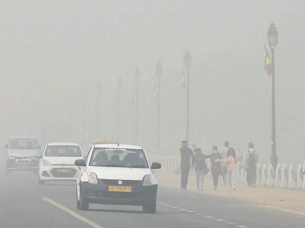 Thick fog covers Delhi,fog covers Delhi,#smogindelhi,smog in Delhi,smog Delhi