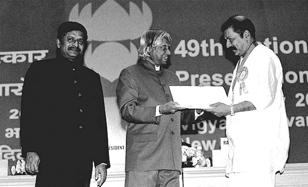 Actor Murali receiving national award from APJ Abdul Kalam