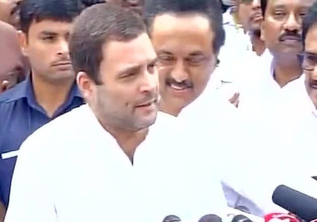 Congress Vice President Rahul Gandhi,Rahul Gandhi,Rahul Gandhi visits Karunanidhi,Karunanidhi,DMK Chief Karunanidhi,Kauvery Hospital