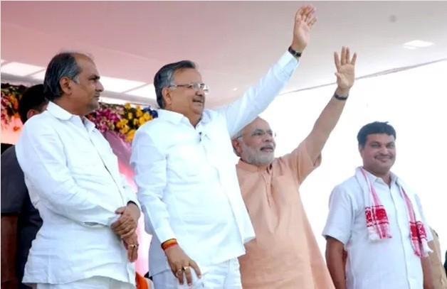 Gujarat Chief Minister Narendra Modi with Chhattisgarh Chief Minister Raman Singh