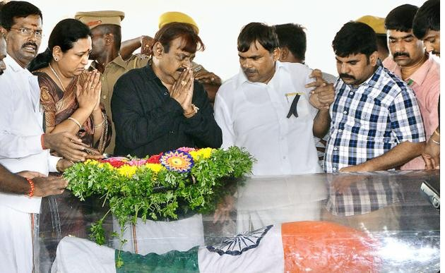 Celebs pays last respect to Dr APJ Abdul Kalam,last respect to Dr APJ Abdul Kalam,Dr APJ Abdul Kalam,Abdul Kalam's final journey,homage to Dr APJ Abdul Kalam,Abdul Kalam,Dr. Abdul Kalam,Apj Abdul Kalam,Dr APJ Abdul Kalam funeral,Abdul Kalam funeral,R