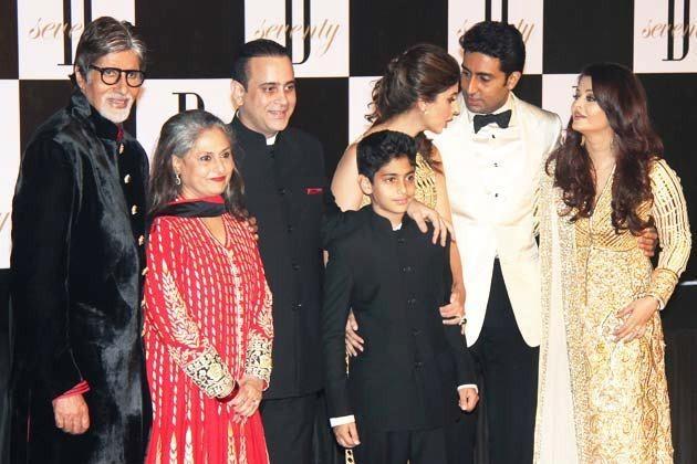 Amitabh Bachchan and Jaya Bhaduri Bachchan with Family. (Amitabh Bachchan/Facebook)