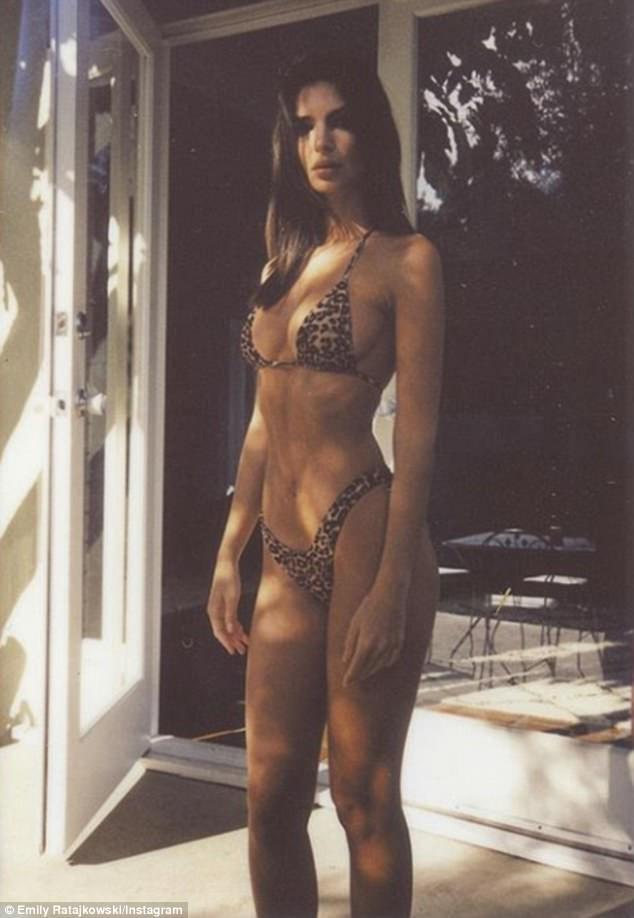 Emily Ratajkowski,model Emily Ratajkowski,Emily Ratajkowski naked,Emily Ratajkowski bikini photos,Emily Ratajkowski topless,Emily Ratajkowski naked photo,Emily Ratajkowski bikini body