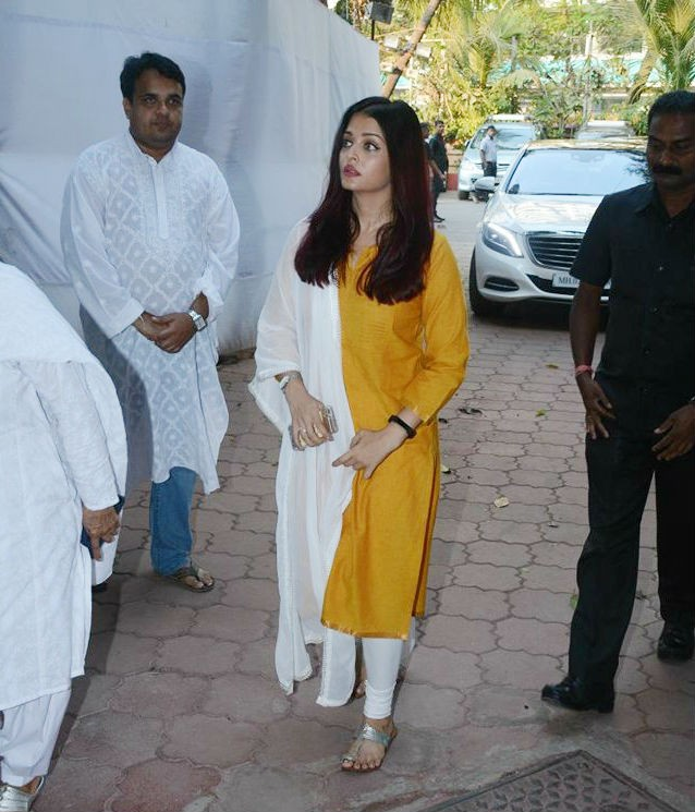 Aishwarya Rai and Jaya Bhaduri Bachchan,Aishwarya Rai,Jaya Bhaduri Bachchan,Aishwarya Rai Bachchan,Shammi aunty prayer meet,Shammi aunty,Shammi aunty prayer meet pics,Shammi aunty prayer meet images