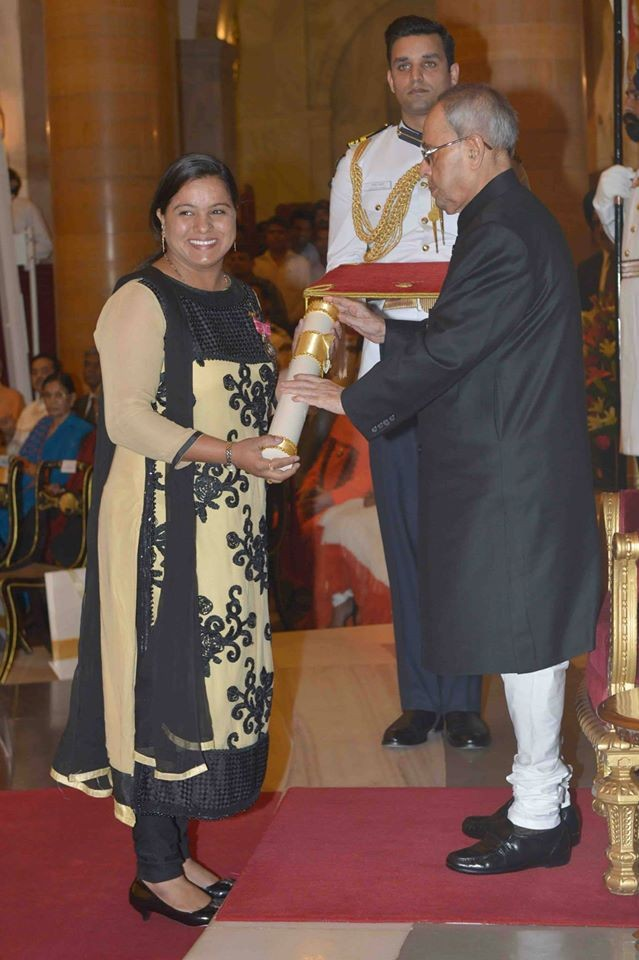 Pranab Mukherjee Presents Padma Awards 2015