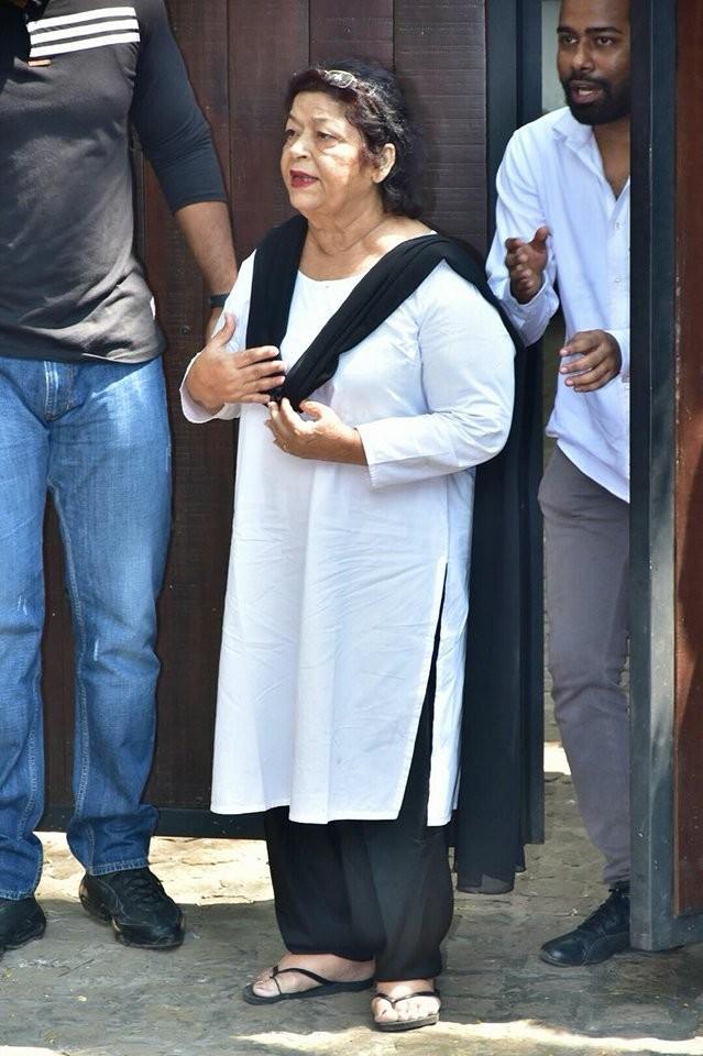 Saroj Khan,Tabu,Farah Khan,Farhan Akhtar,Sridevi funeral,sridevi funeral  in mumbai,sridevi funeral ceremony,Sridevi,Sridevi pics,Sridevi images