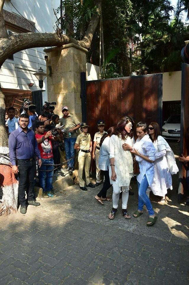 Shruti Haasan,Akshara Haasan,Sarika,Sridevi funeral,sridevi funeral ceremony,Sridevi funeral pics,Sridevi funeral images,Sridevi,Sridevi dead