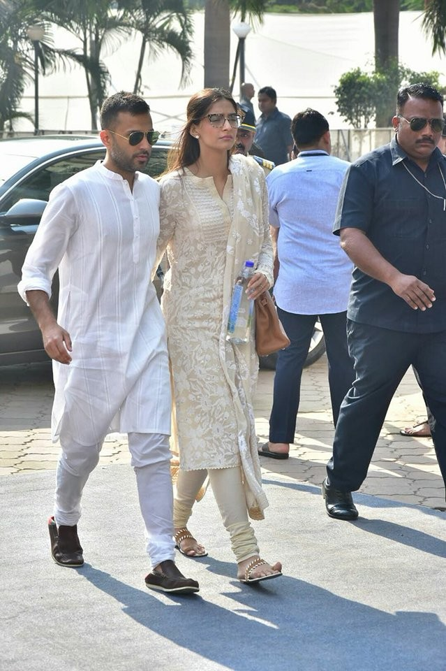 Sridevi funeral,celebs at Sridevi funeral,Sonam Kapoor and Anand Ahuja,Sonam Kapoor,Anand Ahuja,Celebration Sports Club