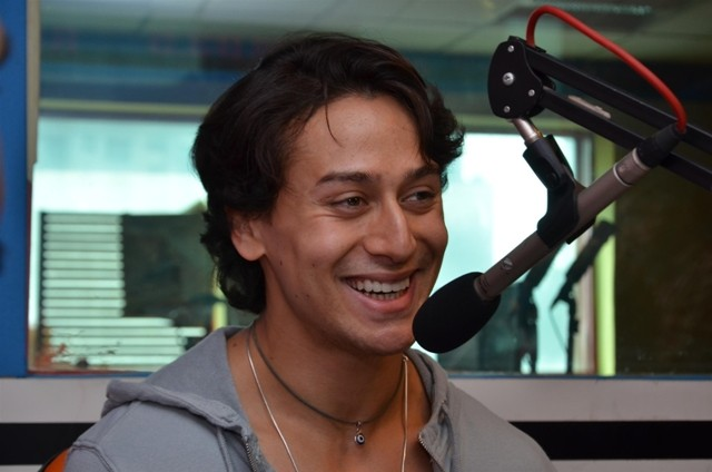 Tiger shroff,Armaan Malik,music video promotion,Zindagi Aa Raha Hu Main,93.5 Red FM,promotion at 93.5 Red FM