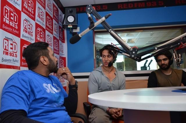 Tiger shroff,Armaan Malik,music video promotion,Zindagi Aa Raha Hu Main,93.5 Red FM,promotion at 93.5 Red FM