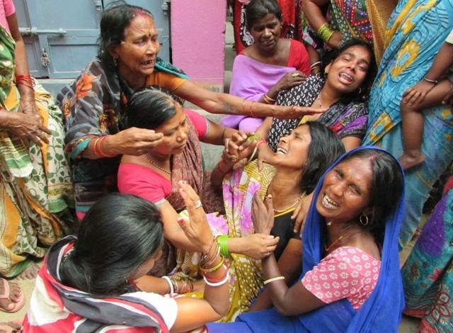 Nepal earthquake,fresh Nepal earthquake,Earthquake in india photos,Earthquake in new delhi photos,Earthquake in varanasi photos,Earthquake in kolkata photos,Earthquake in Patna photos
