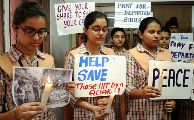 Nepal earthquake,candlelight vigil,pay tribute to nepal earthquake victims,nepal earthquake victims,Nepal earthquake victims donations