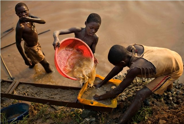 World photography day 2015,world photography day special,Child labour,Child labour photos,shocking photos of child labour