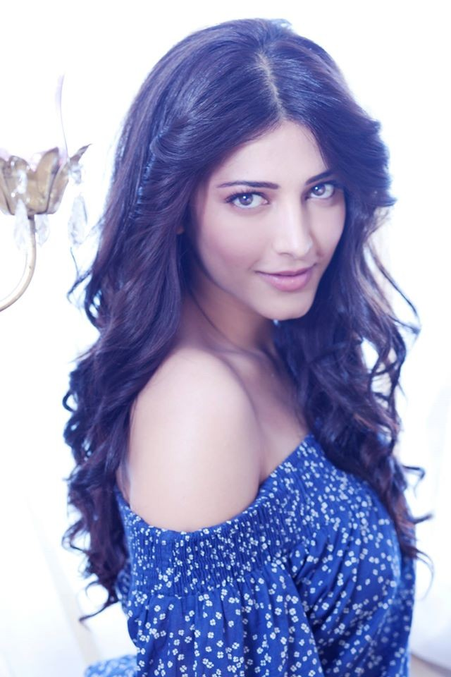 Shruti haasan,Shruti Haasan selfies,Shruti Haasan rare photos,Shruti Haasan unseen photos,Shruti Haasan upcoming films,Shruti Haasan photos