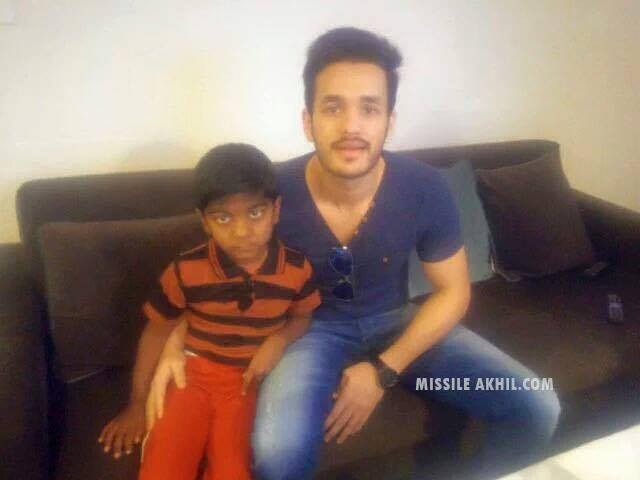 Akkineni Akhil,actor Akkineni Akhil,Akhil,Akhil turns auto driver to save kid,Akhil turns auto driver,Ashwith Reddy