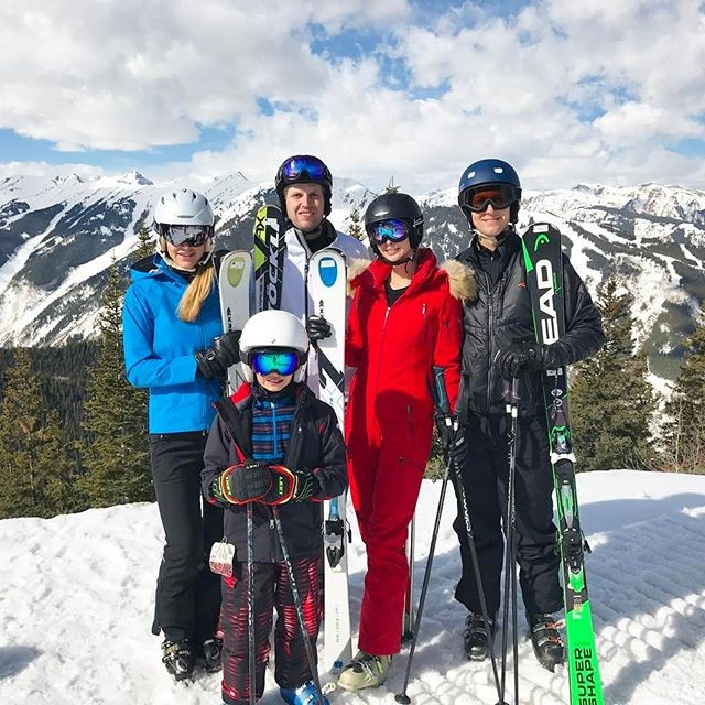 Ivanka Trump,Ivanka Trump  with family,Ivanka Trump skiing with family,Ivanka Trump skiing,Ivanka Trump family vacation,Ivanka Trump family vacation pics,Ivanka Trump family vacation images,Ivanka Trump family vacation photos,Ivanka Trump family vacation
