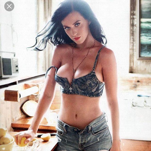 Katy Perry,Katy Perry flaunts killer cleavage,Katy Perry flaunts cleavage,Katy Perry hot pics,Katy Perry hot images,Katy Perry hot photos,Katy Perry hot stills,Katy Perry hot pictures,Katy Perry bikini pics,Katy Perry bikini images,Katy Perry bikini photo