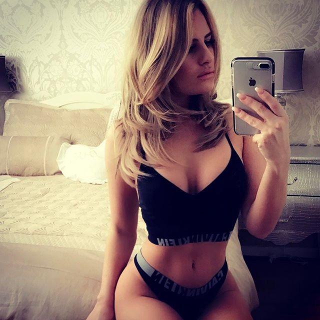 Danielle Armstrong loves bikini selfie - Photos,Images ...
