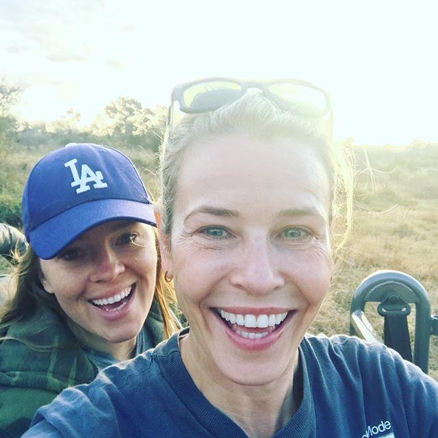 Chelsea Handler,Chelsea Handler urinates in countryside,Chelsea Handler urinates