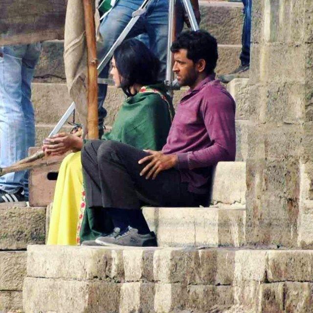 Hrithik Roshan,Mrunal Thakur,Super 30,Super 30 shoot in Varanasi,Super 30 in Varanasi,kumkum bhagya actress Mrunal thakur,mrunal thakur hrithik roshan super 30