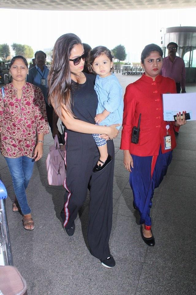Mira Rajput,Misha Kapoor,mira rajput daughter,shahid kapoor mira rajput,Shahid Kapoor,Celebs at Airport,mumbai Airport,bollywood celebs
