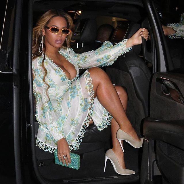 Beyonce,Beyonce cleavage,Beyonce cleavage pics,Beyonce cleavage images,Beyonce hot pics,Beyonce hot images,Beyonce poster,Beyonce wallpaper,Beyonce pics,Beyonce images