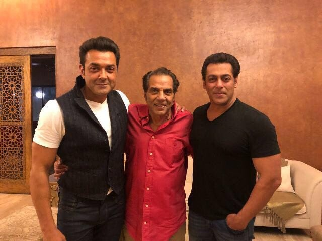 Salman Khan,actor Salman Khan,Salman Khan with Dharmendra,Dharmendra,Bobby Deol,Salman Khan with Bobby Deol,Race 3,Race 3 movie,Race 3 review