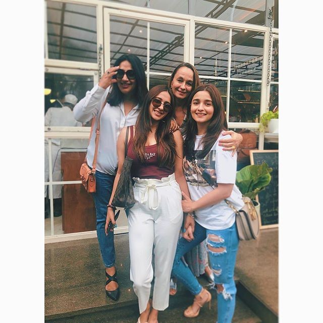 Alia Bhatt,Alia Bhatt and Soni Razdan,Alia Bhatt celebrates friendship day,Alia Bhatt friendship day,Akanksha Ranjan Kapoor,Anu Ranjan