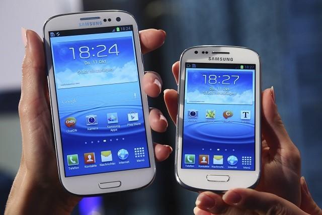 Samsung Galaxy S3 (L) and Galaxy S3 Mini (R) during the mini's world premiere in Frankfurt, 2012.