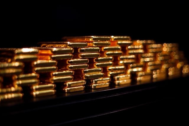 Gold Slips Ahead of U.S. Jobs Data; on Track for Third Weekly Loss
