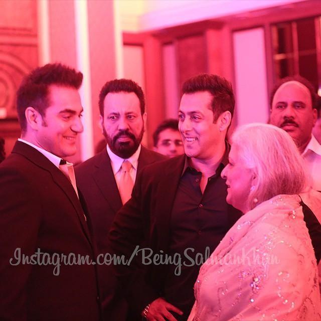 Arbaaz Khan, Salman Khan at Arpita Khan's Wedding Reception