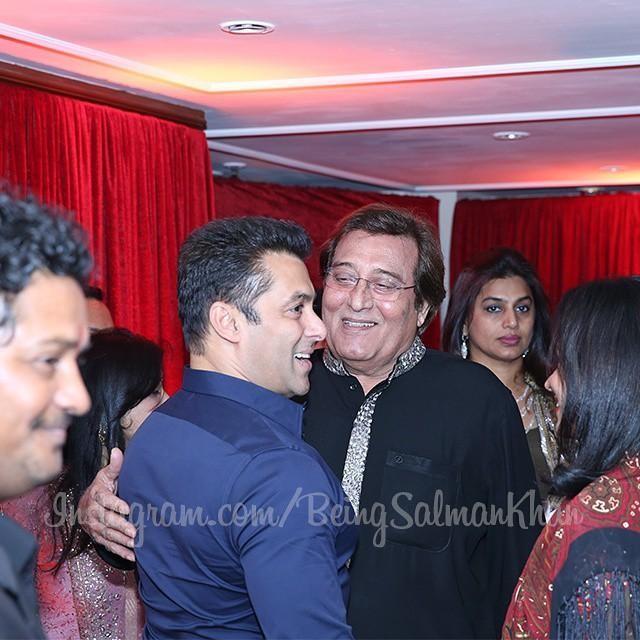 Salman Khan with Vinod Khanna at Arpita Khan's Wedding Reception