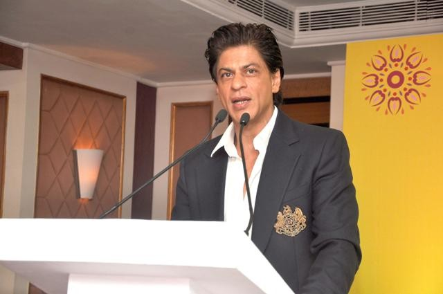 Shah Rukh Khan speaking with Stanford University students