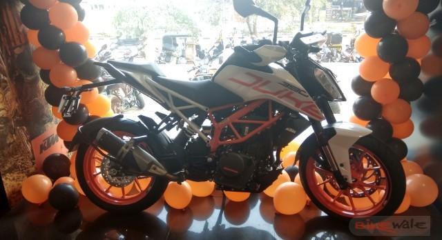 KTM 390 Duke White