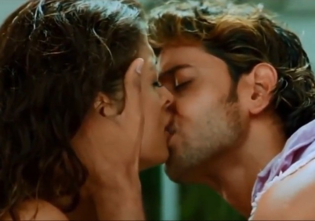 Aishwarya Rai's passionate kiss with Hrithik Roshan in 'Dhoom 2'