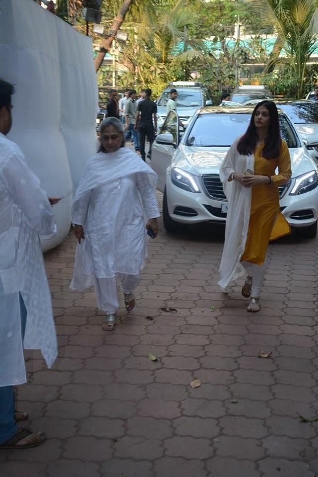 Aishwarya Rai and Jaya Bhaduri Bachchan,Aishwarya Rai,Jaya Bhaduri Bachchan,Aishwarya Rai Bachchan,Shammi aunty prayer meet,Shammi aunty,Shammi aunty prayer meet pics,Shammi aunty prayer meet images