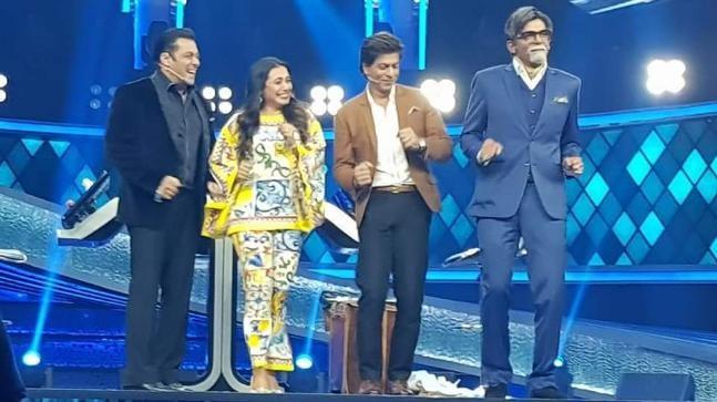 Sunil Grover playing the legendary actor Amitabh Bachchan