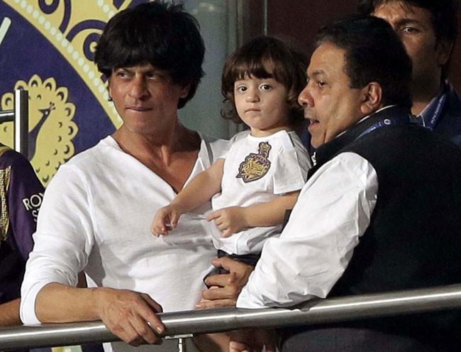 Shah Rukh Khan and his son AbRam cheer for Kolkata at Eden Gardens,Shah Rukh Khan,srk,AbRam,shah ru son AbRam,ipl8,ipl,cricket