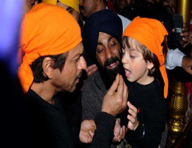 AbRam,Shah Rukh Khan,Shah Rukh Khan visits Golden Temple,SRK visits Golden Temple,SRK visits Golden Temple with son AbRam,SRK with son AbRam,SRK with AbRam,Shah Rukh Khan with AbRam,SRK,Raees Sucess